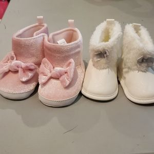 2 Pairs of baby boots (9 to 12 months)